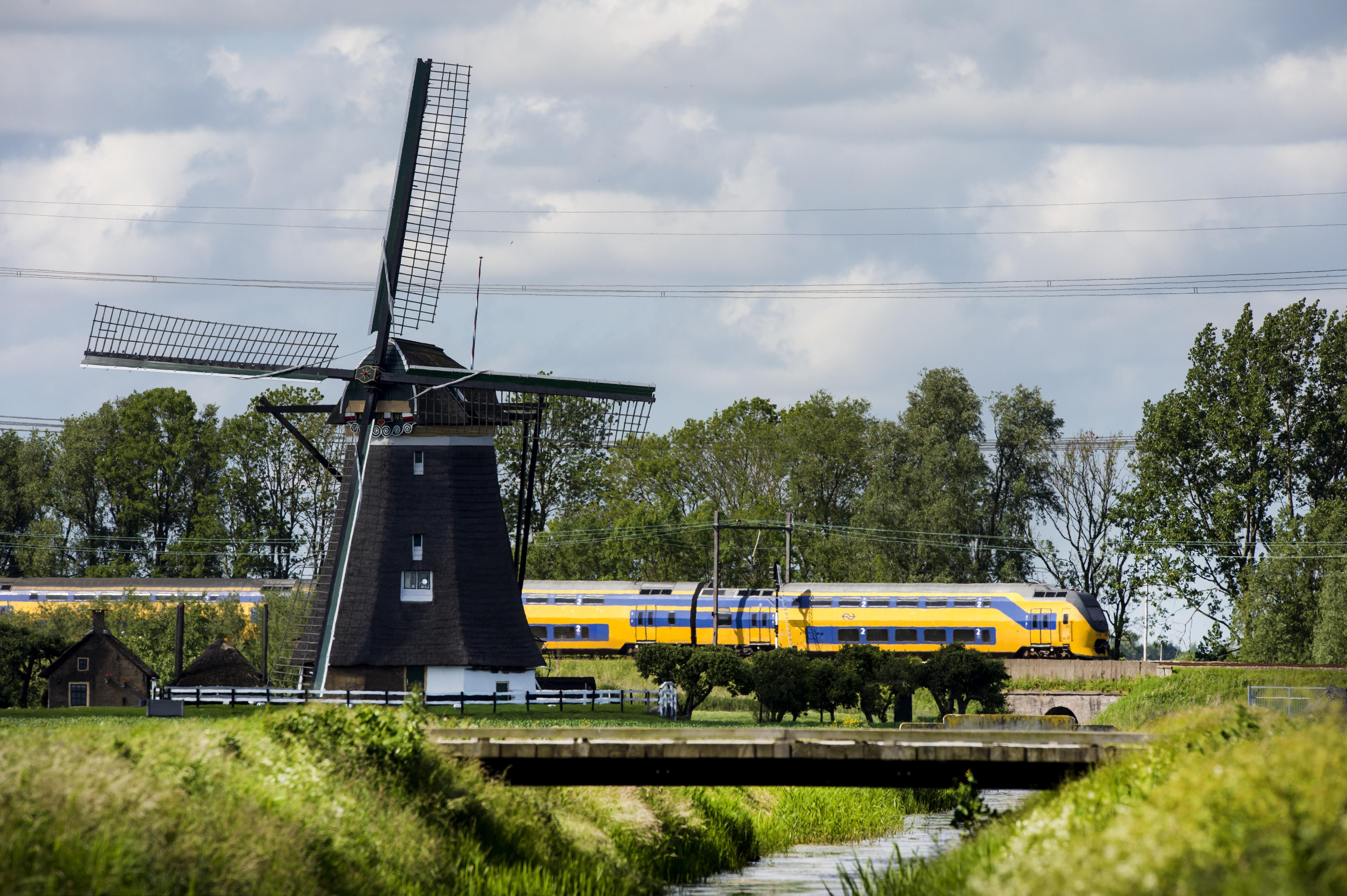 風力発電100%で走るオランダの鉄道